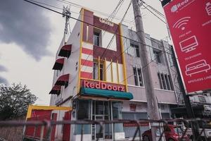RedDoorz @ Jalan Pangeran Antasari Lampung 2