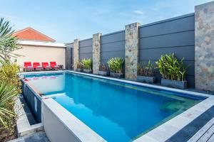 ZenRooms Seminyak Eka Laweya Bali - Kolam Renang