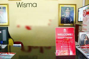 ZenRooms Wahid Hasyim Syariah Jakarta - Resepsionis
