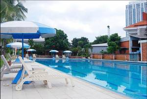 Surabaya Suites Hotel Plaza Boulevard - Pool