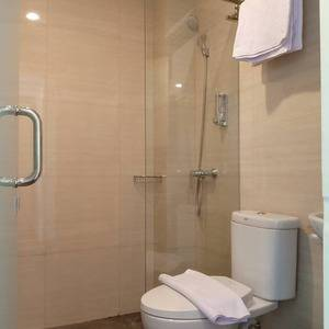 Front One Inn Kediri Kediri - Standing Shower