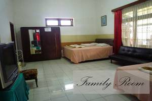 Jonas Homestay Malang - Kamar Keluarga