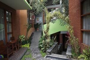 Rumput Hotel Yogyakarta - Garden