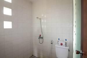 NIDA Rooms Kaliurang 20 Pakem Yogyakarta - Kamar mandi