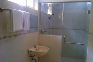 Sapadia Villa Balige Balige - Bathroom