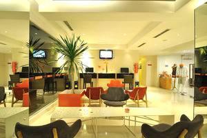 HARRIS Hotel Kuta - Lobby - Ruang duduk/bersantai