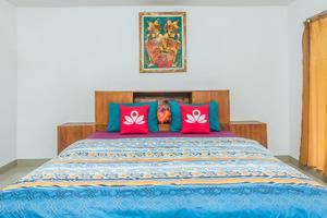ZenRooms Nusa Dua Pratama Bidadari Bali - Tampak tempat tidur double