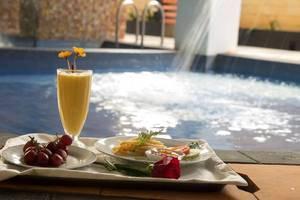 The Gloria Suites Jakarta - swiming pool