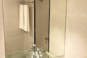 Grand Mahkota Hotel Pontianak - Bathroom