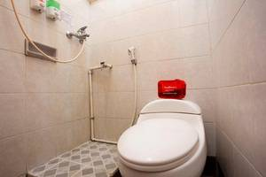 RedDoorz at Condong Catur 2 Wijaya Kusuma - Bathroom