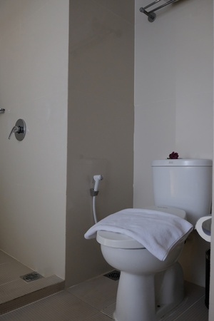 Grand Darmo Suite Surabaya - Bathroom