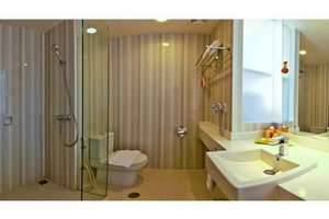 HARRIS Hotel Malang - Bathroom