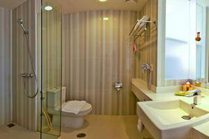 HARRIS Hotel Malang - Bathrooms1