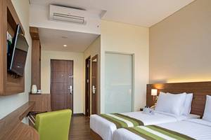 Grand Whiz Poins Square Simatupang - Kamar Deluxe Twin