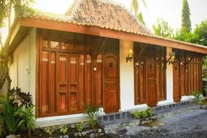 Senthong Asri Magelang - Tampilan Luar Hotel