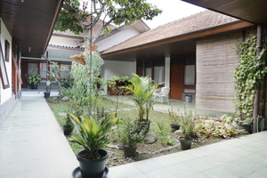 Residences by RedDoorz near Braga Citywalk