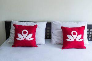 ZenRooms Pemogan Raya Denpasar Bali - Tampak tempat tidur double