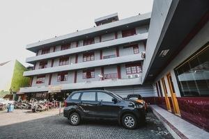 RedDoorz Plus near RSCM Jakarta