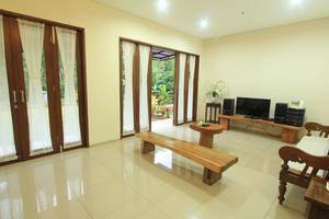 Villa Dago Eby Syariah Bandung - Ruang Keluarga