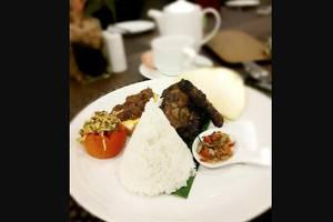 Swiss-Belinn Tunjungan Surabaya - Food
