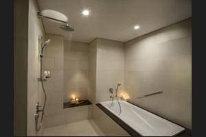 Fraser Place Setiabudi - Bathroom