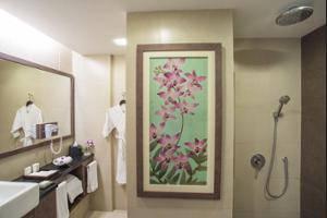Eastparc Hotel Yogyakarta - Bathroom