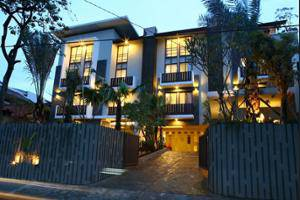 Rasuna Mansion Jakarta - Hotel Entrance