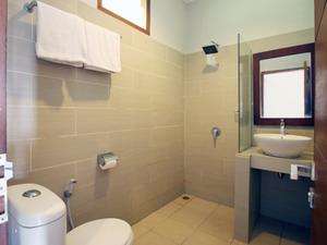 Airy Sentul Desa Sukaraja 16 Bogor - Bathroom