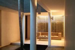 FLAT06 minimalist residence Jakarta - Koridor