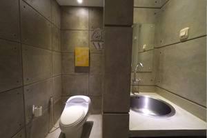 FLAT06 minimalist residence Jakarta - Kamar mandi