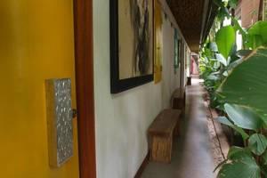 Flores Gallery Hotel Bandung - Teras