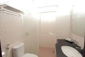 Prima SR Hotel & Convention  Yogyakarta - Kamar mandi
