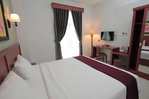 Prima SR Hotel & Convention  Yogyakarta - tempat tidur King