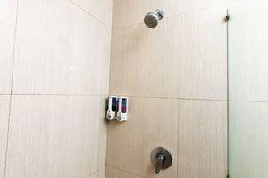 ZenRooms Mataram Catur Warga - Kamar mandi