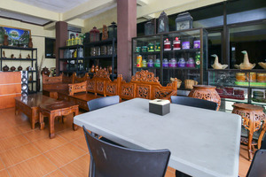 Airy Eco Syariah Manunggal Kebonsari Blok B 9 Surabaya Surabaya - Restaurant