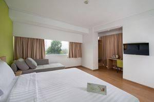 Whiz Hotel Bogor - DELUXE ROOM
