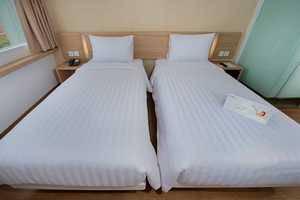 Whiz Hotel Bogor - STANDARD TWIN ROOM