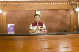 Tinggal Standard Sultan Iskandar Muda Semampir - Resepsionis