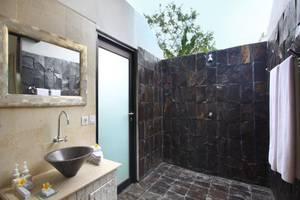 Alam Sembuwuk Bali - Kamar mandi