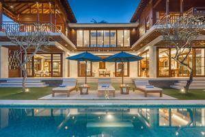 Villa Rusa Biru by Nagisa