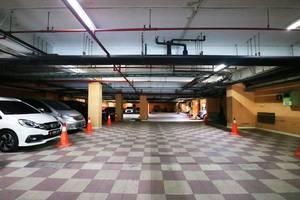 Coin's Hotel Jakarta Jakarta - Parking Area
