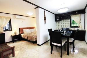 Royal Caravan Hotel Mojokerto - Family Suite