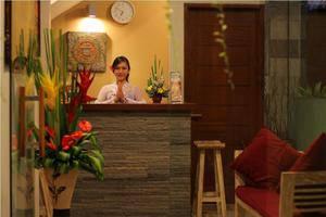 Tinggal Standard Bintang Seminyak Bali - Resepsionis