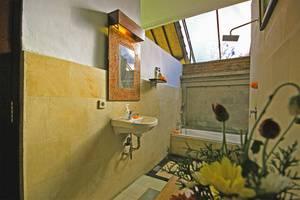 Tinggal Standard at Ubud Tirta Tawar Bali - Kamar mandi