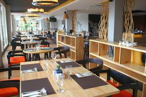 Golden Tulip Denpasar - Branche Restaurant, Bar, & Lounge