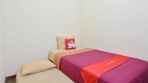 ZEN Rooms Anggrek Loka BSD