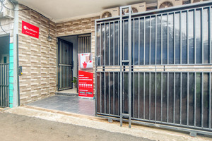 RedDoorz near Graha Cijantung Mall