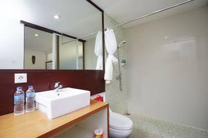 RedDoorz @ Klecung Umalas Bali - Kamar mandi