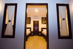 Sanur Guest House Bali - Twin bed room di sanur guest house luxury dan nyaman