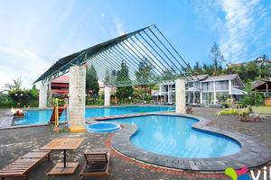 Villa Anyelir Bandung - Kolam Renang